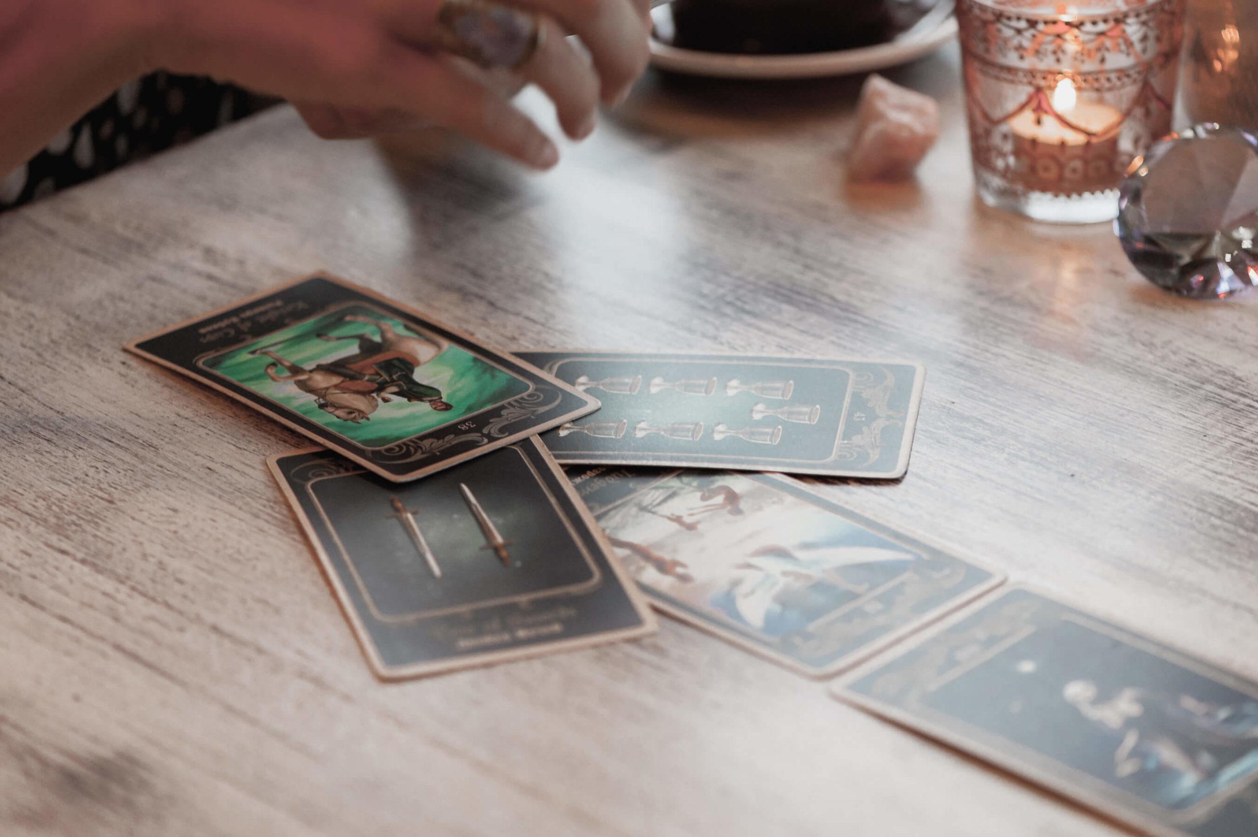 La voyance et la divination pratiques des voyants et médiums dans le cabinet de wicca voyance